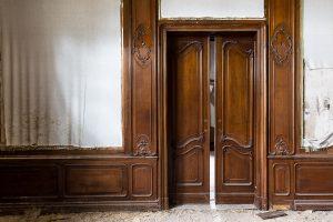 verlassen eine alte villa - lost place - mario-kegel photokDE