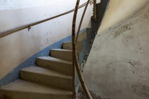 eine treppe lost place - mario kegel photokDE