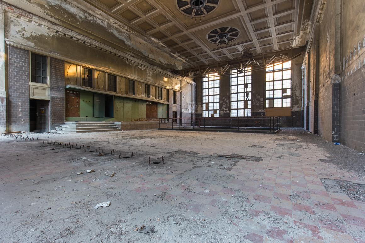Ehemaliger-Großbetrieb-und-Generatorhalle-Lost Place-Mario Kegel-photokDE