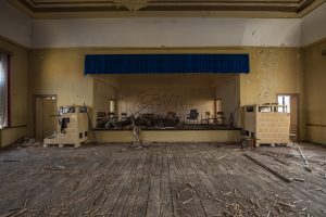 Gorknitz-Alter Gasthof-Bühne-verlassener Ballsaal-Lost Place-Mario Kegel-photokDE-Buehne