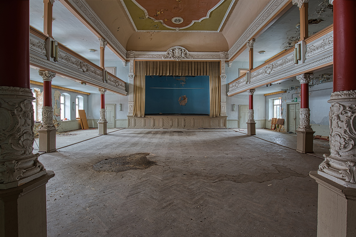 verlassener ballsaal - lost place - verlassene orte - mario kegel - photok