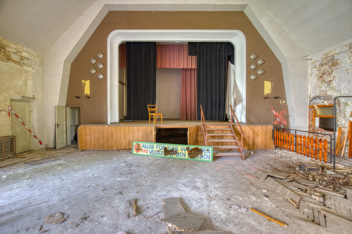 alter tanzsaal - verlassener ballsaal - lost place - verlassene orte - mario kegel - photok